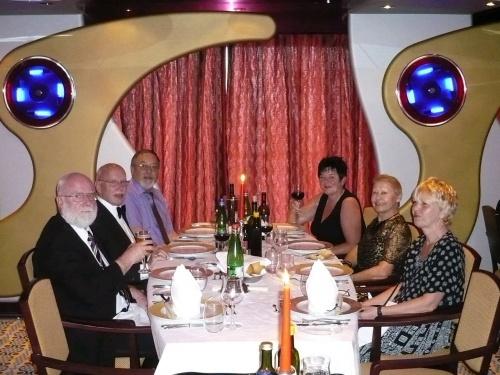 08 1.Sitzung Abendessen Tisch 206