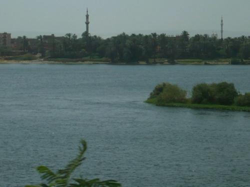 80 Luxor Auf der Fahrt_Am Nil