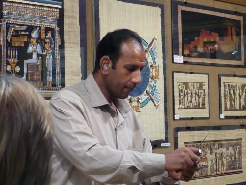 147 Besuch einer Papyrusfabrik