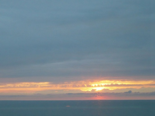 Erster Sonnenuntergang vom Schiff aus