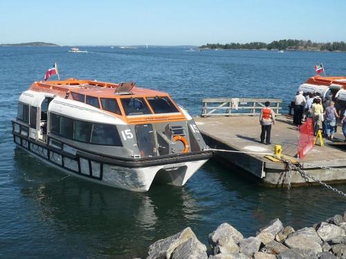 Mit Tenderbooten vom Hafen zum Schiff