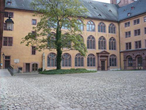 Würzburg 083 - Impressionen - Alte Uni