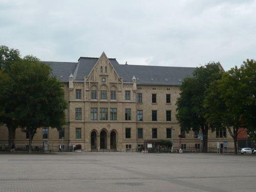 Domplatz_Blick zum Gericht