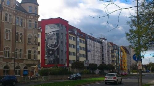 Juri-Gagarin-Ring _ Sanierte KoWo-Häuser