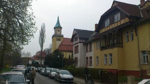 Tettaustraße  mit Christus-Kirche