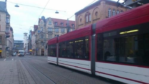Bahnhofstraße mit Stadtbahn