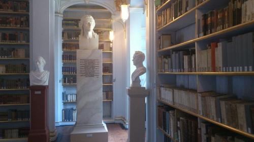 Weimar 11 Anna-Amalia-Bibliothek Schiller-Statue