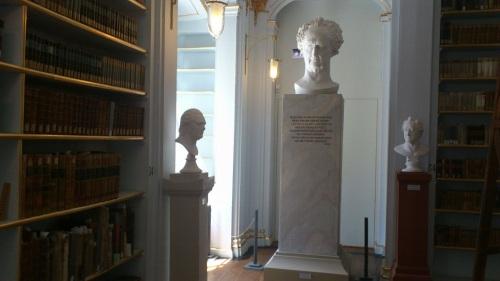 Weimar 09 Anna-Amalia-Bibliothek Goethe-Statue