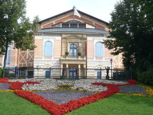 2014.08.11. 03 Zw.-Stopp i. BAYREUTH Festspielhalle