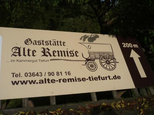 Weimar-Tiefurt 5 Pause im Park