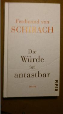 2014.10.24 BuchLesung F.v.Schirach 05 Sein Buch