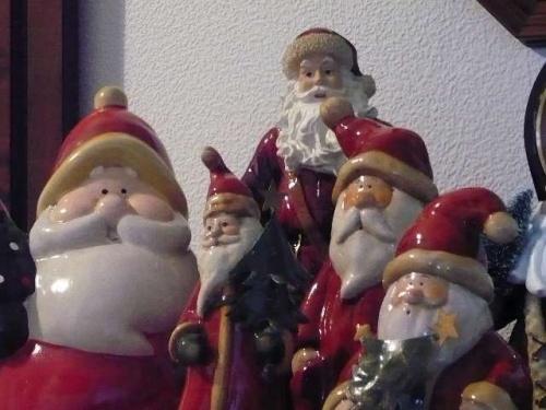 Weihnachtsmann-Gruppenfoto