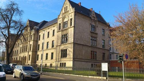 Domplatz Landgericht am Tage
