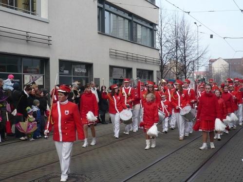 2015.02.15 GEC-KarnevalsUmzug 04 TrauerMusikzug - peinlich