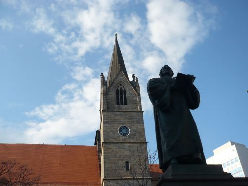 M.-Luther vor Kaufmänner Kirche