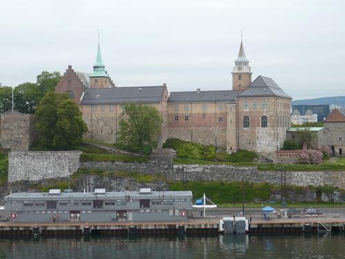 204_7.KreuzSchiffFahrt ImpressionenBlick auf Festung