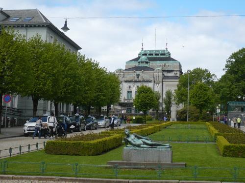 121_7.KreuzSchiffFahrt Impressionen 09 Vorm Theater