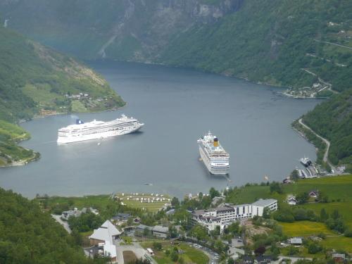085_7.KreuzSchiffFahrt Blick ins Fjord