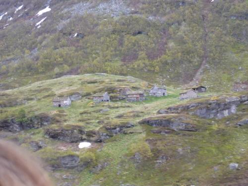 071_7.KreuzSchiffFahrt Blick i.d. Berge