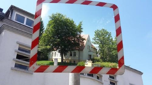 Alfred-Hess-Straße Eine Villa im Spiegel