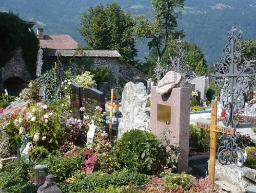 161 OSSIACH a. See STIFTSKIRCHE Friedhof