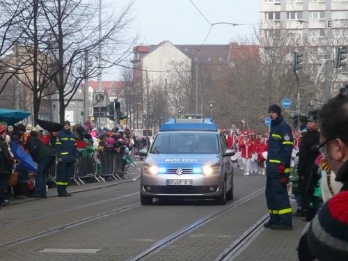 2015.02.15 GEC-KarnevalsUmzug 02 ... los geht es