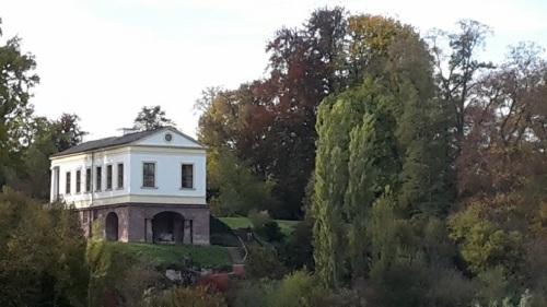 Weimar IlmPark Römisches Haus 7 im Herbst