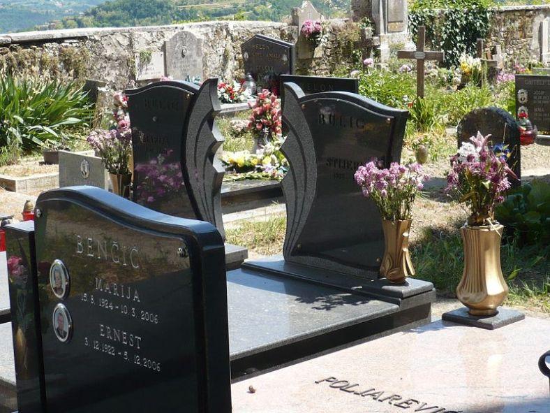 110 Motovun Friedhof