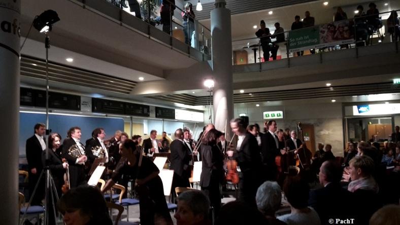 2016.02.20 Konzert FlughafenTerminal 08 Die Musiker kommen