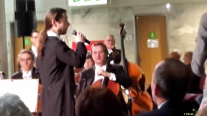 2016.02.20 Konzert FlughafenTerminal 09 Die künstlerische Ansage