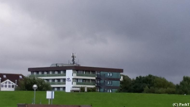 Bensersiel 13 Hotel vom Strand gesehen