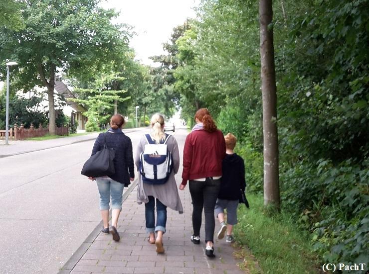 Dorum - Neufeld 35 Gang zum MiniGolfPlatz