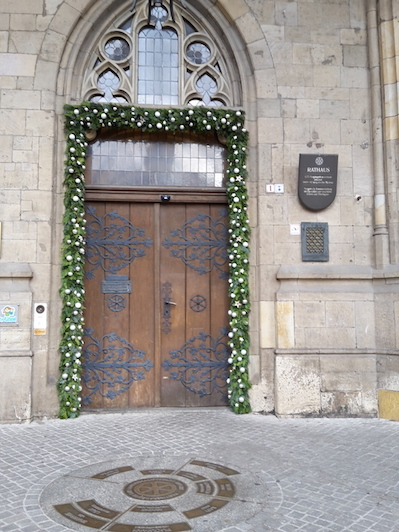 weihnachtliches-rathausportal-ef