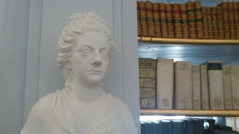 weimar-anna-amalia-bibliothek-10-anna-amalia-statue