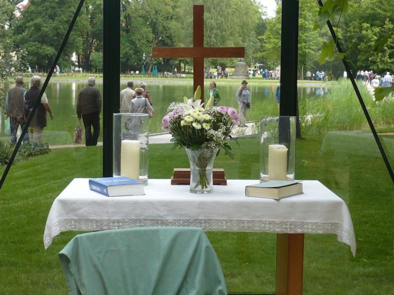 2017.07.13. ThürLandesGartenSchau 047 Altarraumim Gottes Gartenhaus