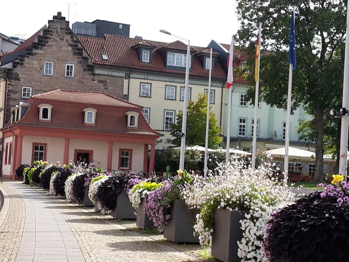 Hirschgarten vor Staatskanzlei mit Wachhaus
