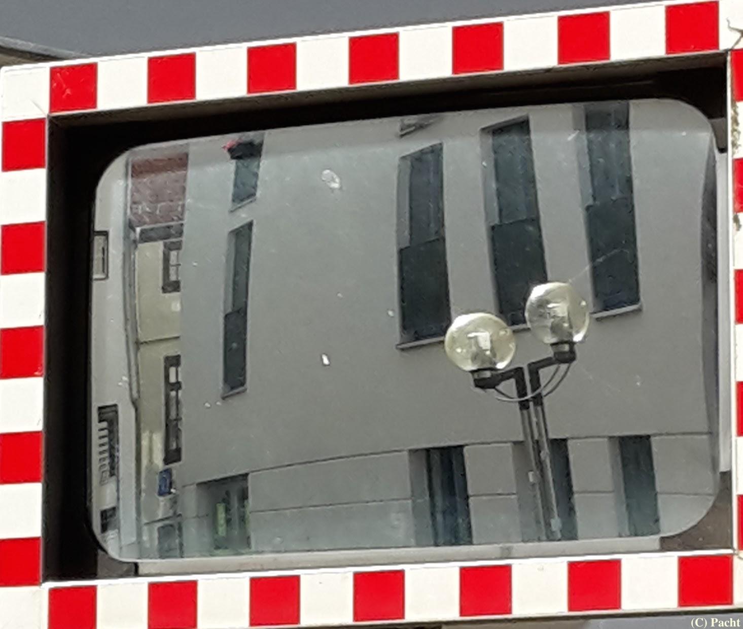 Spiegel mit Laterne