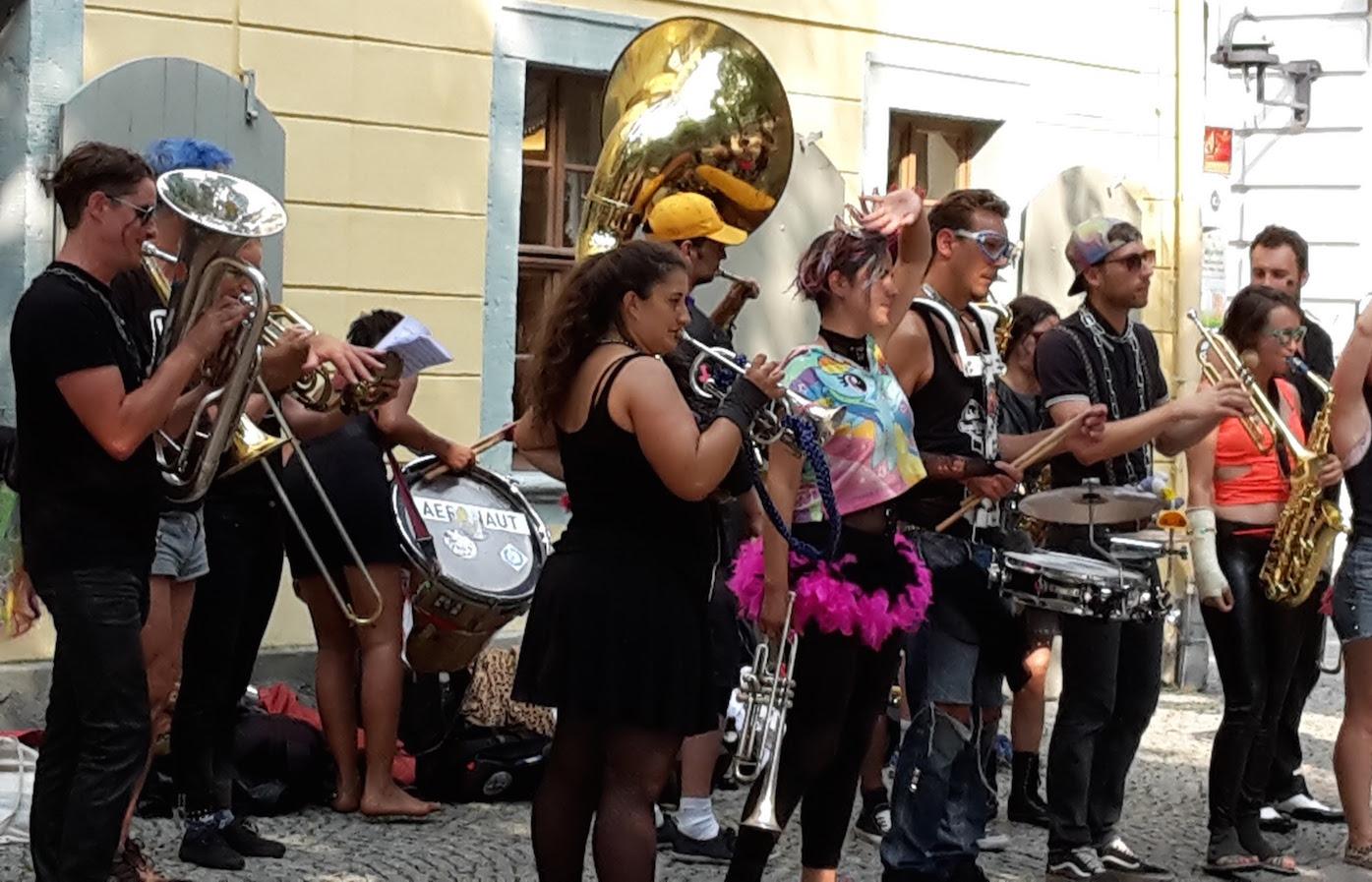 Straßenmusik vorm SchillerHaus Weimar