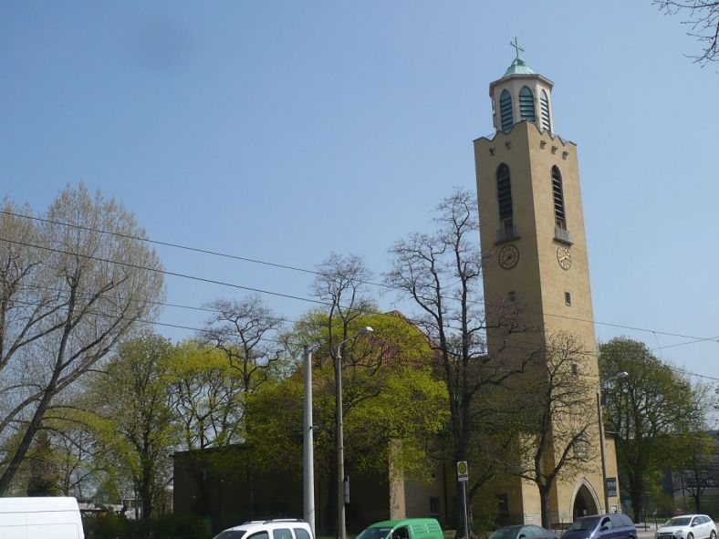 Lutherkirche _ Magdeburger Allee