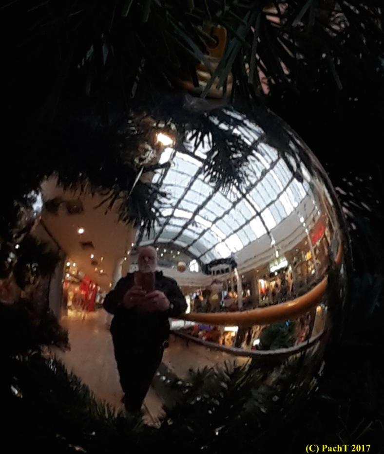 Weihnacht mit PachT i.d. Kugel