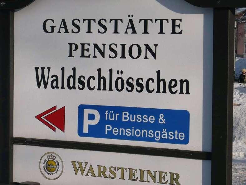 KURIOS 9 Parkplatz für Pensionsgäste Oberhof