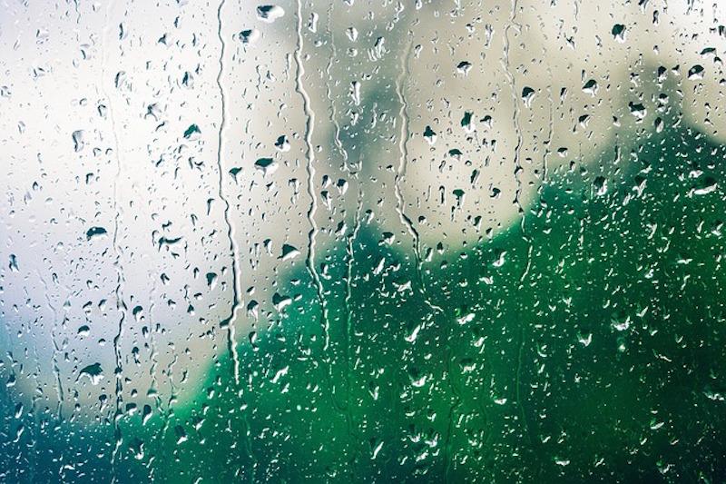Fenster mit Regen