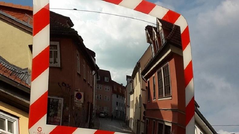Gotthardtstraße im Spiegelbild