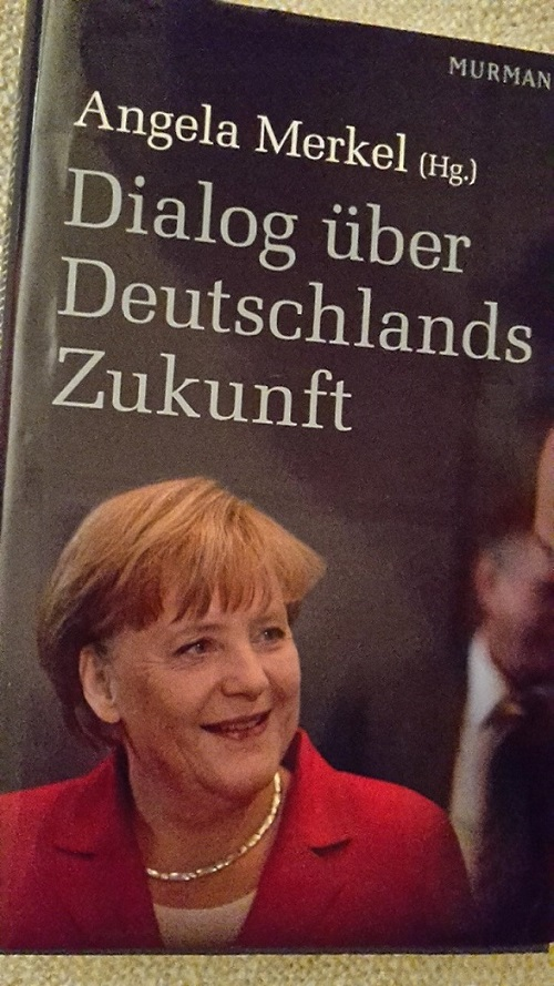 AMerkel Buch über optimistische Zukunft