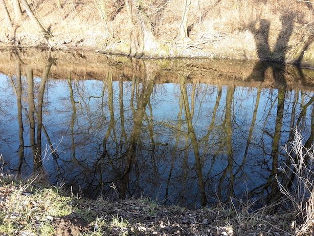 KURIOS 145 Oeffentliches Aergernis am Fluss