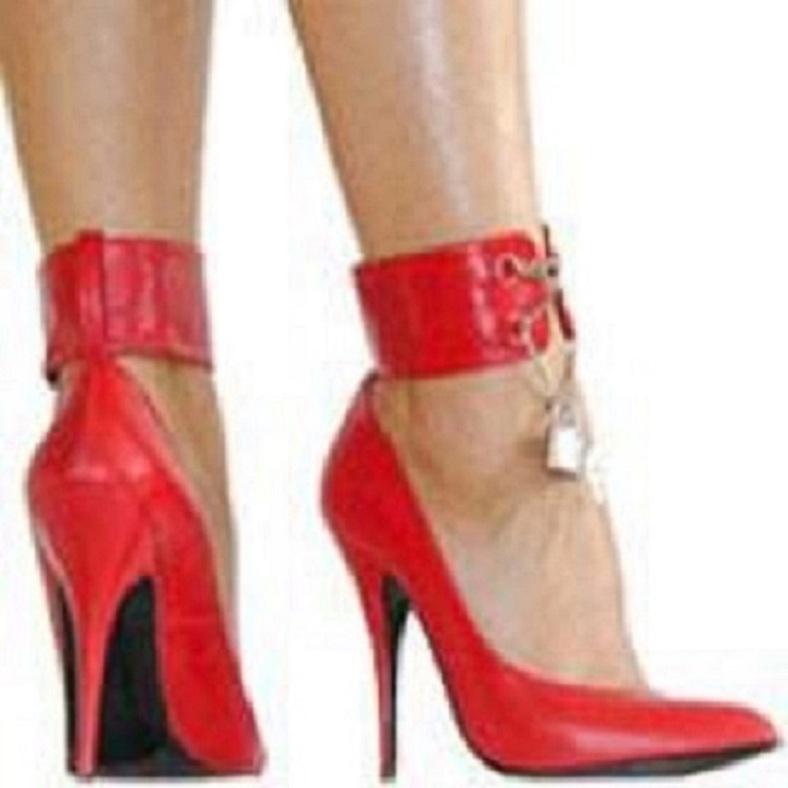 Schuhe rot mit Schnalle