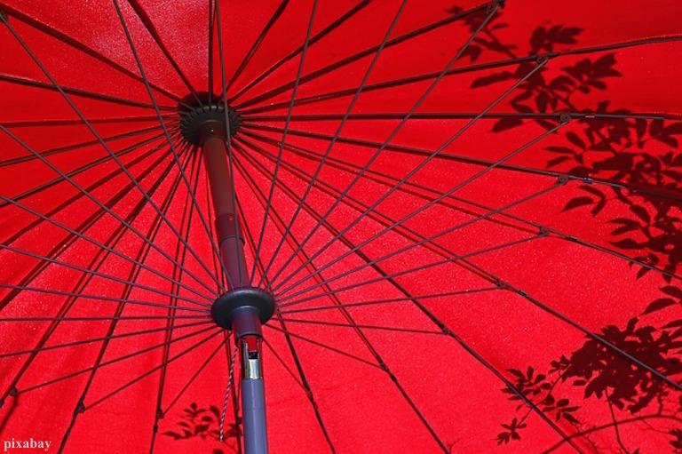Schatten in Rot